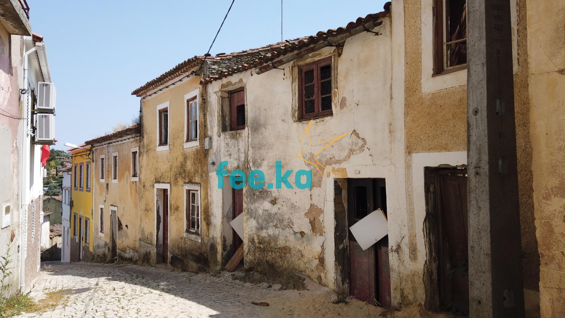 Moradia para Restaurar com Quintal  - Castelo Branco, União Das Freguesias De Cebolais De Cima E Retaxo